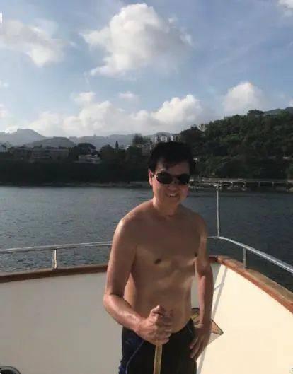 74岁黄百鸣开游艇派对秀身材,而我却只看到人间真实。 锻炼方法 第7张