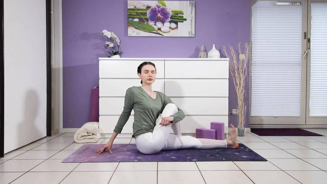 """""""筋长一寸寿延十年"""",10个拉伸瑜伽体式在家练,超舒服!_身体 高级健身 第13张"""