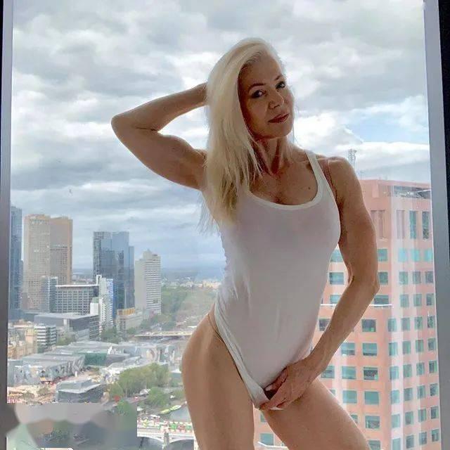 她48岁开始健身,64岁时身材如20岁少女,撸铁16年! 中级健身 第29张