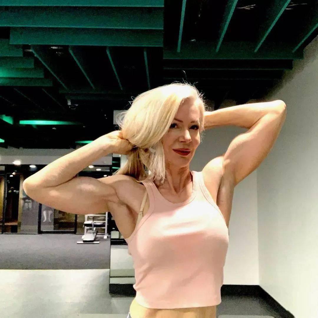 她48岁开始健身,64岁时身材如20岁少女,撸铁16年! 中级健身 第46张