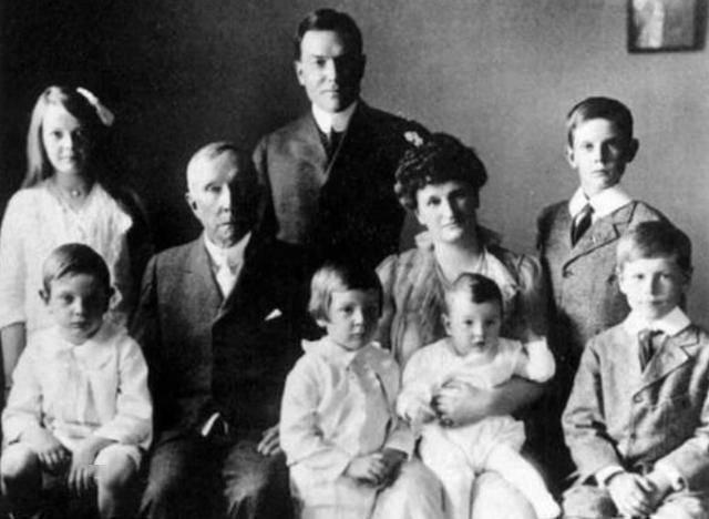 洛克菲勒家族有一神秘族规,第3代传人强行废除,如今发现很高明