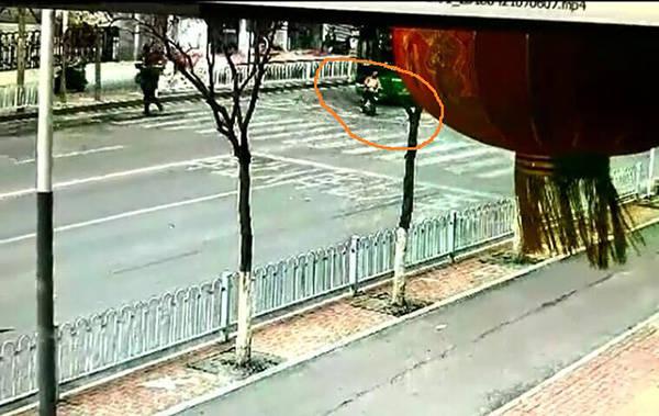 恒耀注册车主撞伤公交前横过马路女生被定同责,主办交警认为定责有误(图2)