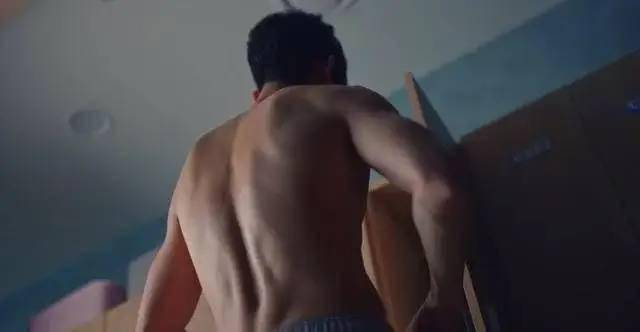 金秀贤新剧秀八块腹肌,这体脂率真好看! 动作教学 第5张