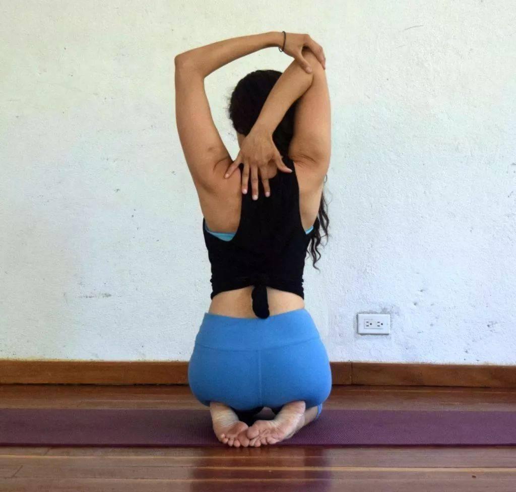 瑜伽开肩&加强肩部力量,2套动作帮你一次搞定!_双手 高级健身 第9张