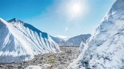"""气候:同为""""无字天书"""" 冰芯凝气候历史 湖芯藏环境档案"""