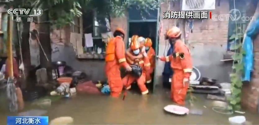 强降雨导致20余户民房被淹 消防人员紧急救援连接网络打印机