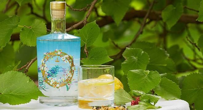 英国皇家收藏公司推出女王最爱杜松子酒 售价40英镑每瓶70毫升_中欧新闻_欧洲中文网