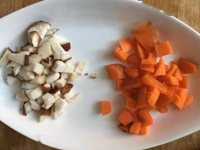 胡萝卜香菇大米粥|生病时的一碗热粥
