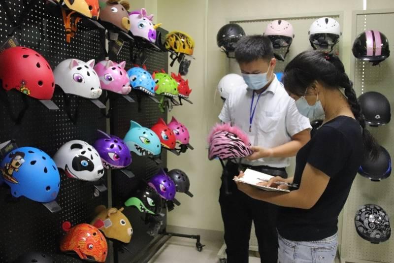 """在日本做幸福的高中生""""头盔热""""持续,"""