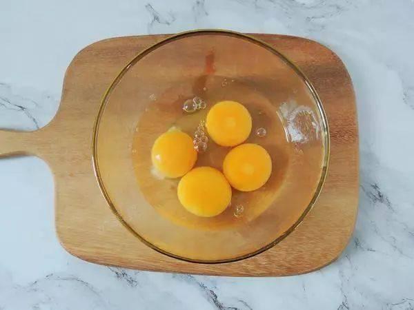 牛奶:加四个鸡蛋,教你新吃法,出锅孩子抢着吃,牛奶别直接喝了