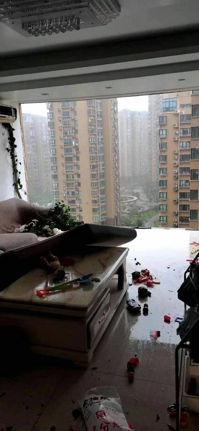 浙江一阿婆被台风从11楼吹落坠亡,同小区其它楼宇曾出现质量问题