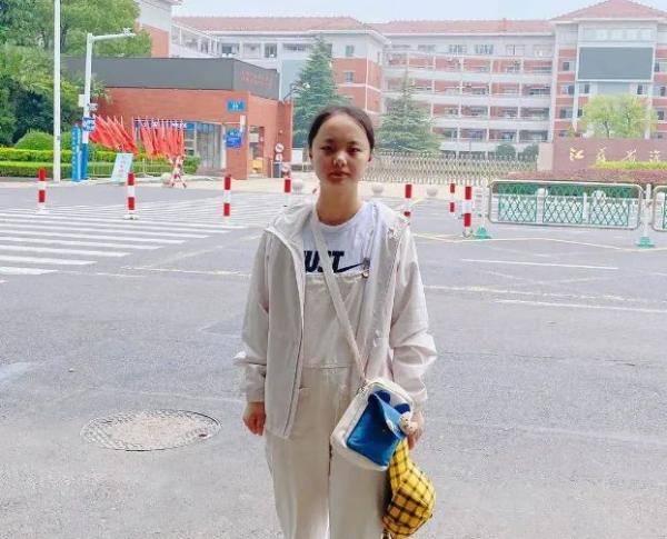 江苏文科第一名无缘清北后续:已被香港大学录取,拿100多万全额奖学金