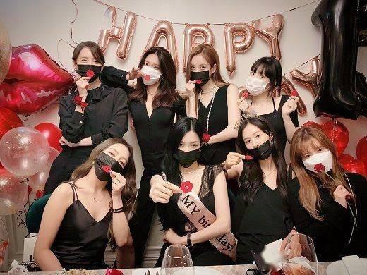 重聚|韩国少女时代组合成团13周年,八位成员重聚晒合影