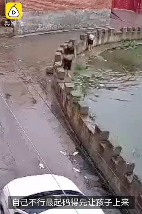 8岁姐姐为救5岁妹妹,家门口双双溺水!画面让人揪心...