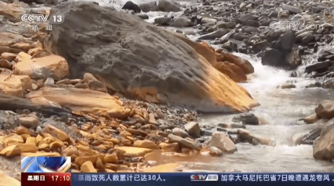 礦井停產20年溪水仍是黃褐色 廢棄礦渣露天堆放!