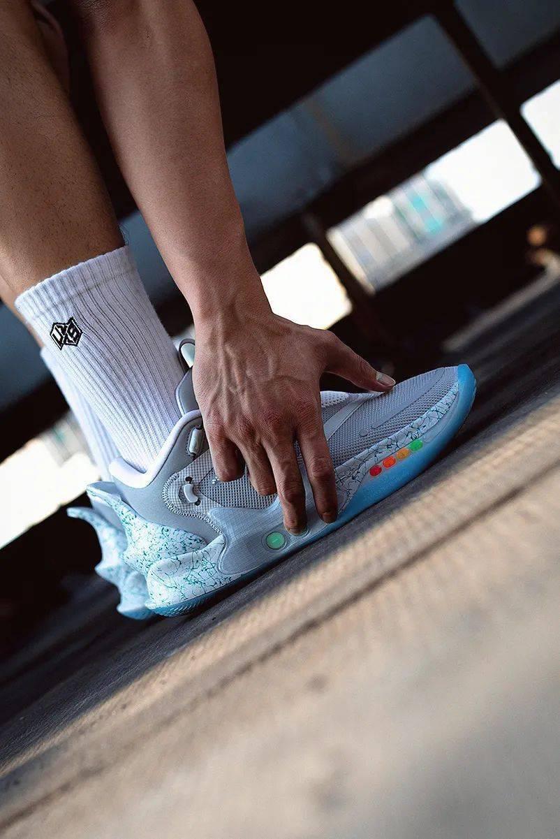 梦寐以求的酷炫功能!Nike 终于把它做出来了!路人全盯着我的鞋!插图(2)