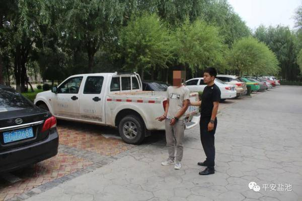 盐池公安破获系列砸车玻璃盗窃财物案