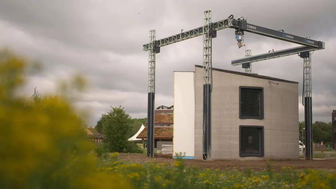 欧洲最大的3D打印机刚刚制造出第一栋两层楼房