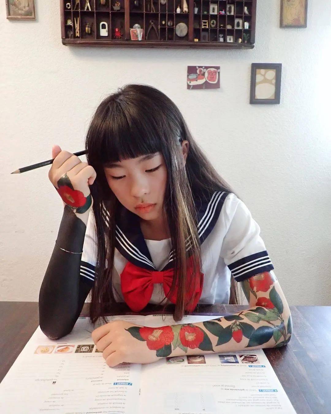 太酷了!日本女孩6岁入行,是全世界最小纹身师…看完我却只想拥有同款爸爸!插图(21)