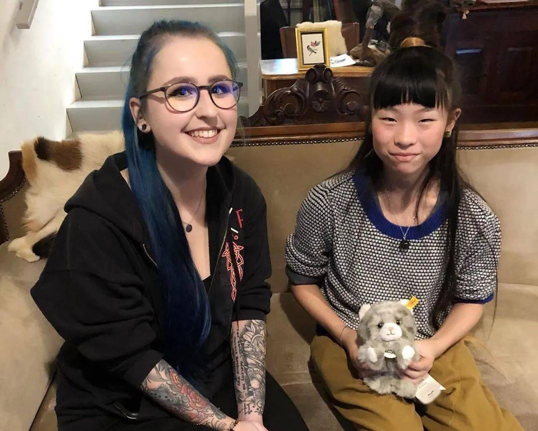 太酷了!日本女孩6岁入行,是全世界最小纹身师…看完我却只想拥有同款爸爸!插图(6)