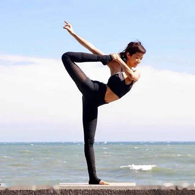 这7个瑜伽动作,能坚持30秒以上的,身材一定不会差!_换边