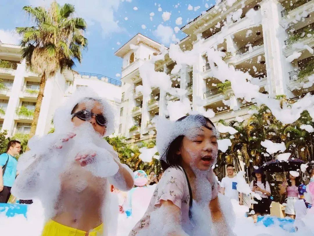 399元享广州凤凰城酒店狂欢夏季狂欢套票~高级房,含自助早餐+室内外游泳池,泡泡大战一触即发!