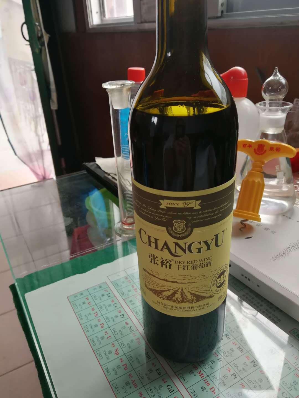 顾客称张裕葡萄酒中喝出葡萄皮,临沂经销商称不可能发生