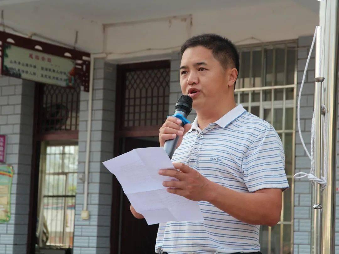 环江毛南族自治县住房和城乡建设局在洛阳镇中心小学开展建筑节能和墙改宣传活动