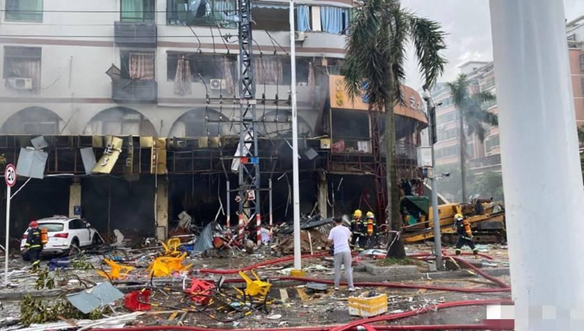 探访珠海爆炸现场:事发地为居民聚集区,周边店铺损失惨重