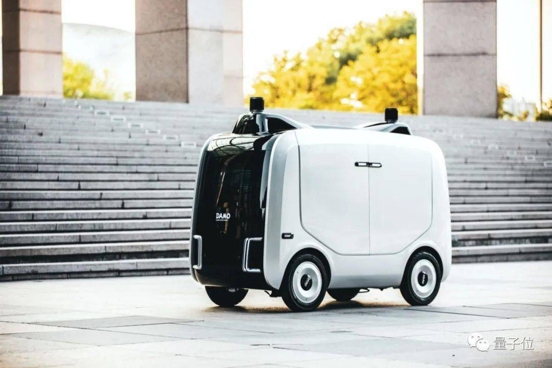 阿里达摩院科学家,3年造出小蛮驴!量产物流机器人,完全自动驾驶,4度电跑100公里