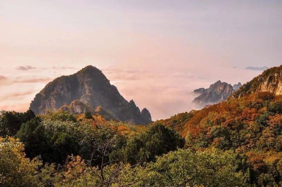 只距北京180公里,不仅是座英雄的山,这里更是风景美如画,秋色醉人!