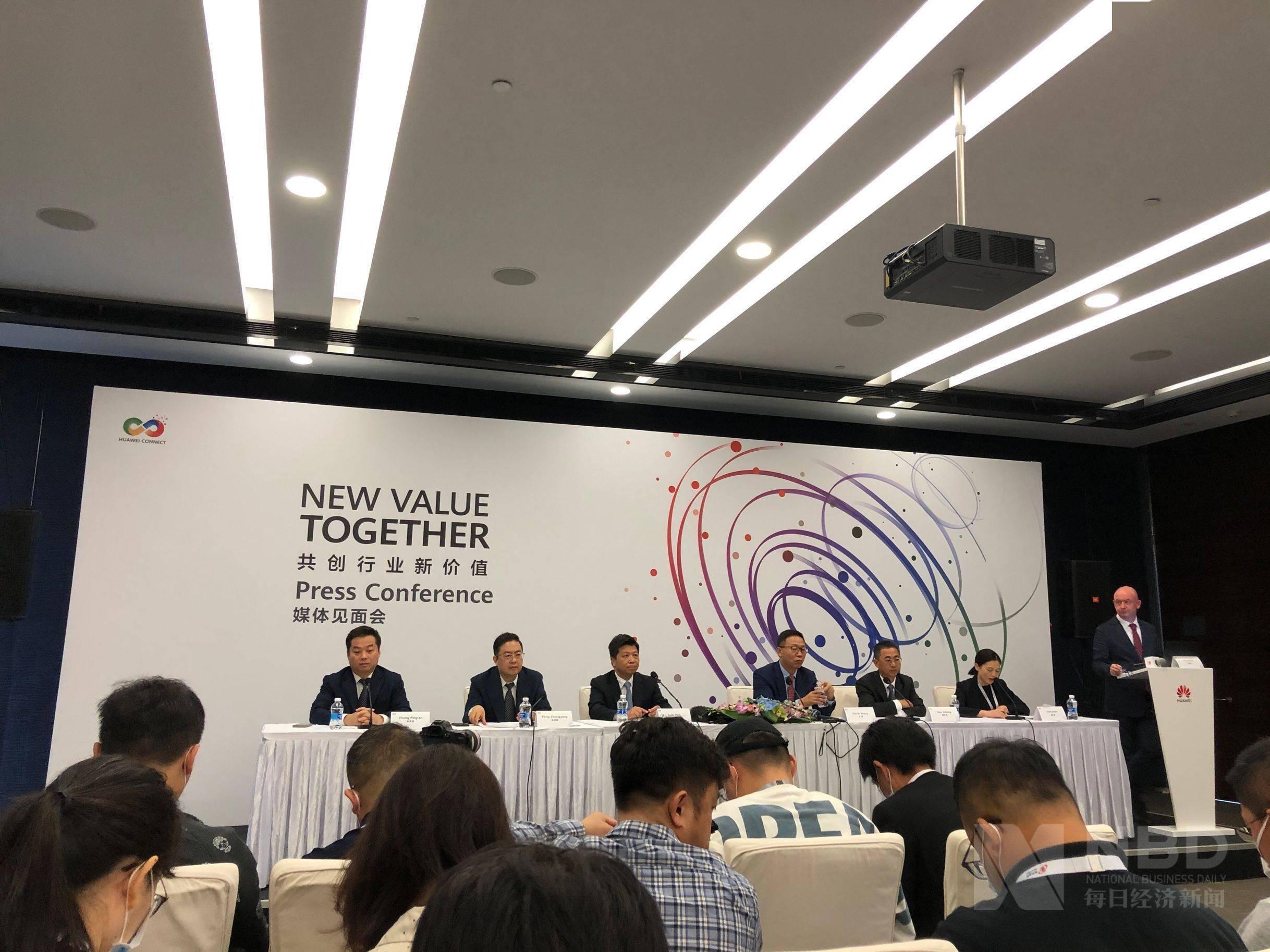 华为轮值董事长郭平回应储芯、造芯等热点问题:手机芯片正积极寻找办法:
