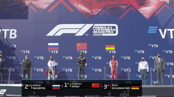 在F2赛场创造中国车手前史的周冠宇,他还有个F1梦