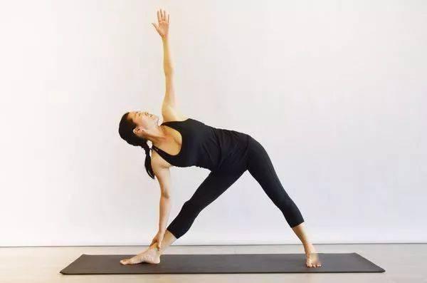 脾胃不好百病生!8个简单瑜伽体式,专治各种脾胃不适!