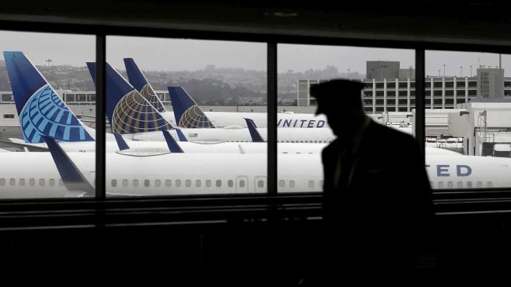 _美联航飞行员与公司达成协议 避免无薪休假