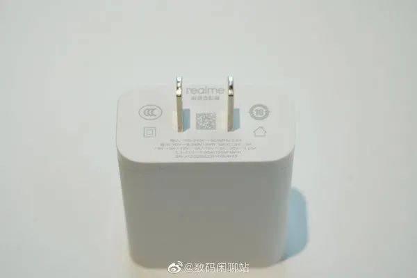 速度快体积小 realme 125W充电器曝光