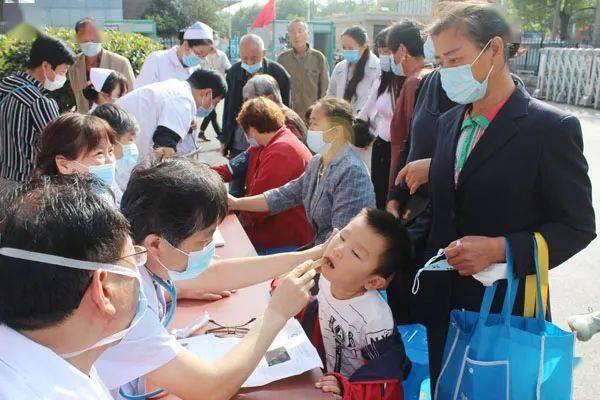 """县人民医院开展""""服务百姓,健康行动""""大型义诊活动"""