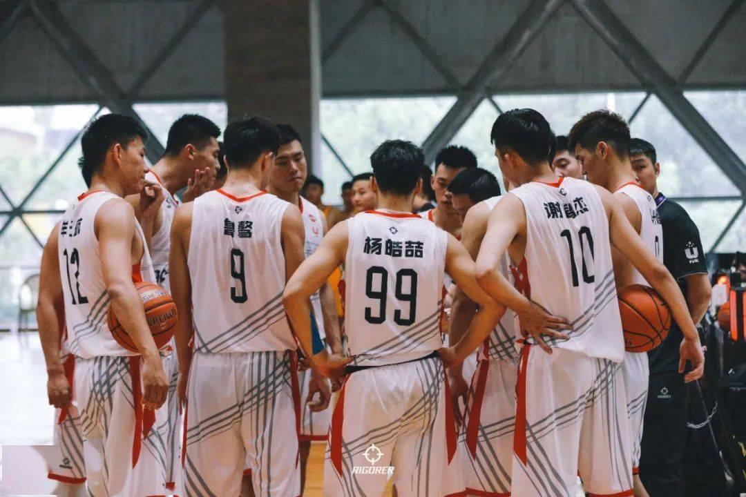 热爱篮球的男孩子们又回来了!