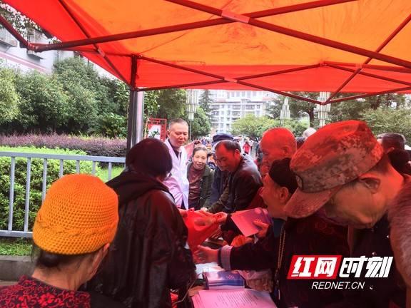 湘西州精神病院医院开展世界精神卫生日宣传活动