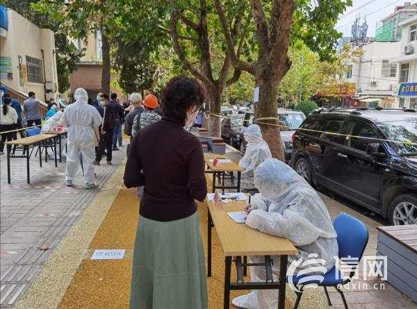齐心战疫:抗疫志愿者夫妻档 与一线工作者并肩作战