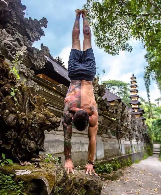 """瑜伽,就是""""向自己全面开战"""""""