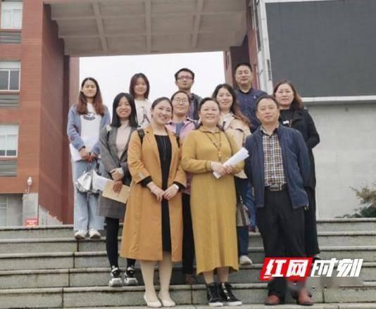 永州黄冈博才学校教师赴永州四中开展教学深度融合研讨活动
