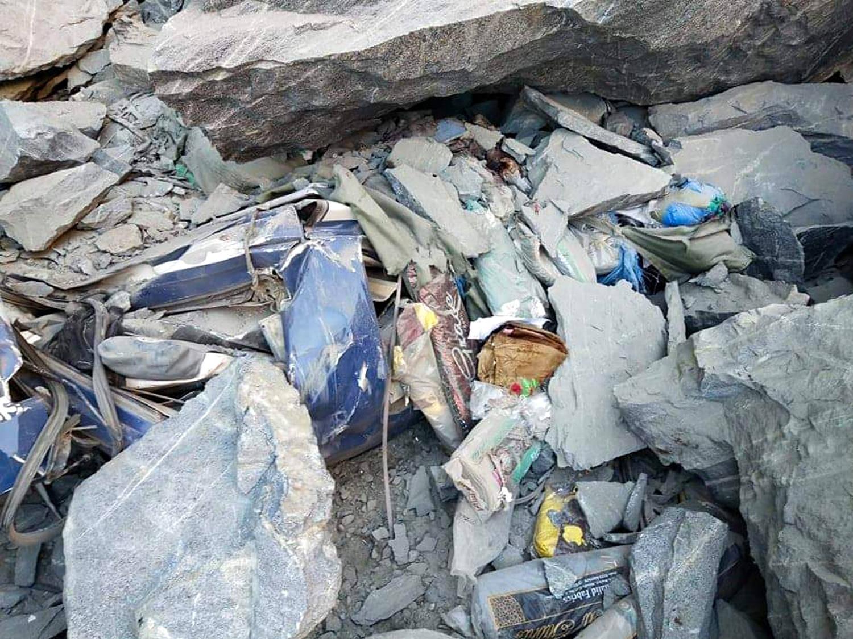 巴基斯坦山体滑坡致一客车被埋 16人遇难