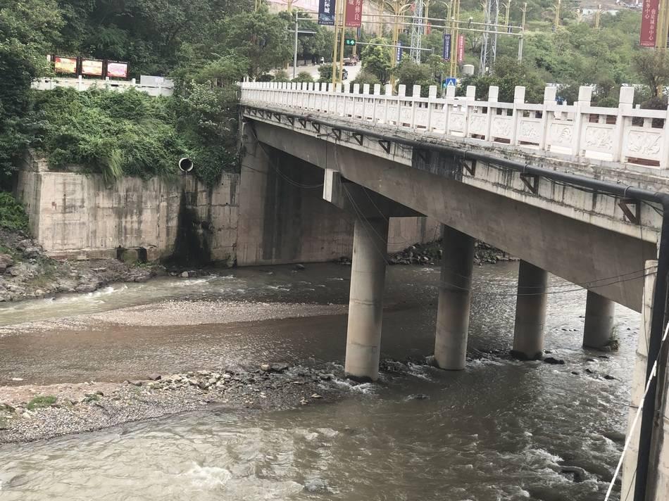 恒达注册云南男子离婚路上把妻子扔下桥,涉嫌故意杀人已被批捕 (图1)