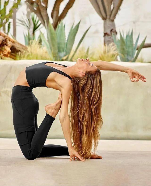 练瑜伽,肩膀总是嘎嘣响?这样热身可以帮你解决!