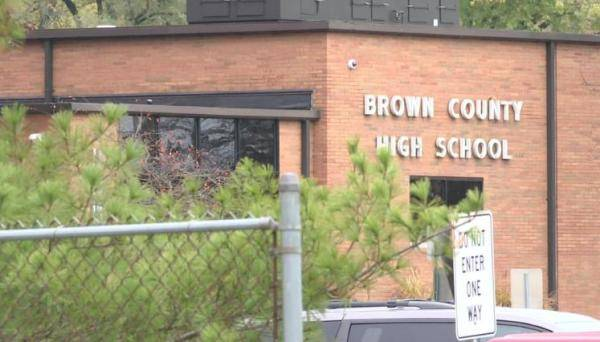 """美国非裔学生在学校照片中被标""""黑人"""" 学区负责人致歉"""