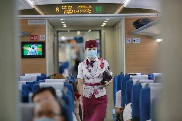 """1小时到重庆!成渝高铁年内将上""""复兴号"""",票价有淡季优惠"""