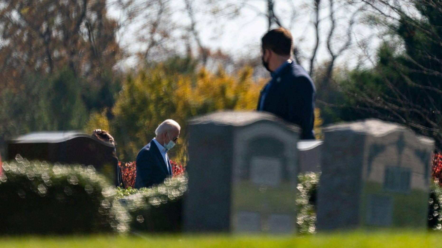 美媒称拜登胜选后给长子扫墓,其子遗愿是父亲竞选总统