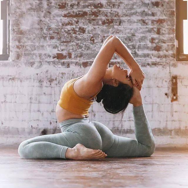 16个瑜伽动作经常练,让你的臀部全面虐到爆_大腿