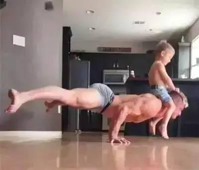 健身奶爸和三岁儿子的日常,除了肌肉就是爱!